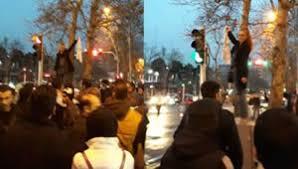 """""""دختر خیابان انقلاب"""" و 4 نکته درباره پاسخ پلیس"""